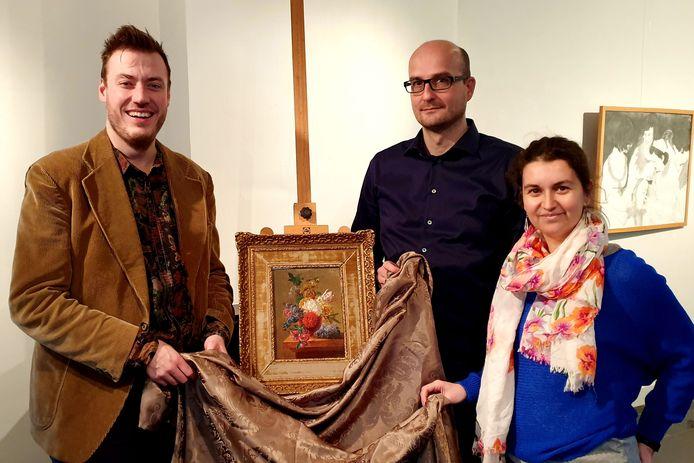 Arnold Wittenberg, Piet Van Deun en Leslie Brosens onthullen het kunstwerk van Pieter Faes.