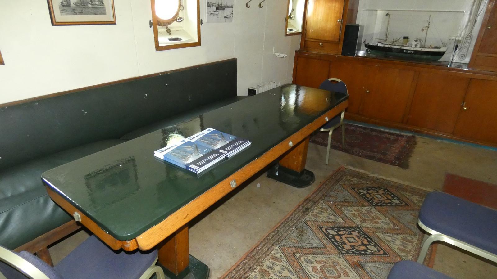 De tafel in de mess van de West-Hinder III