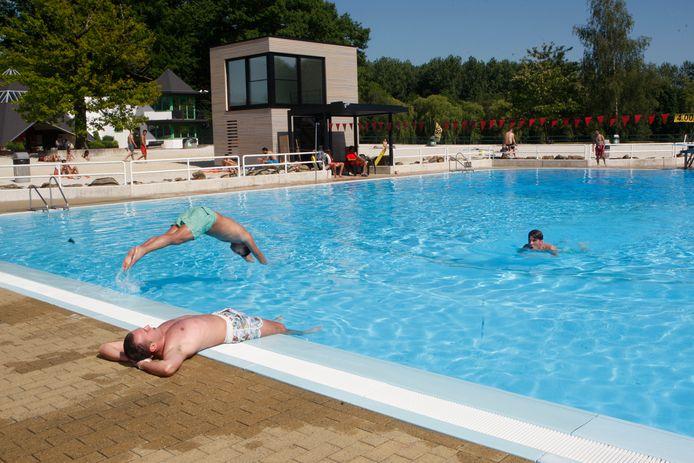 Het openluchtzwembad in de Halve Maan wordt afgesloten van de rest van het provinciaal domein en je zal voortaan alleen betalen om te zwemmen, ook de mensen van Diest.