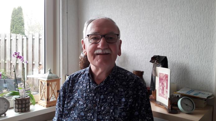 Jan Luysterburg (75), samensteller van het Brabants dialectboek, samen met Cor Swanenberg.