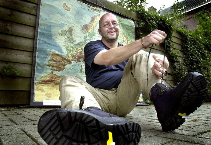 Stijn Oosterling voor zijn voettocht naar Jeruzalem in 2003.