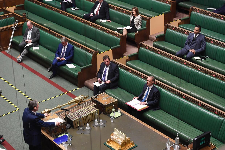 Tijdens een 'hybride' vergadering van het Britse Lagerhuis is Labour-leider Keir Starmer aan het woord.