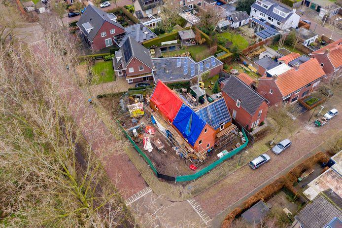 Al negen jaar wordt er gebouwd aan een woning op de hoek van de Wolvensteeg en de Mgr. Poelsstraat in Oisterwijk, tot ergernis van omwonenden.