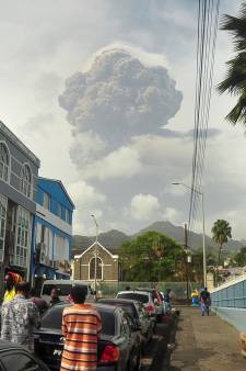 Saint-Vincent sous la menace de son volcan