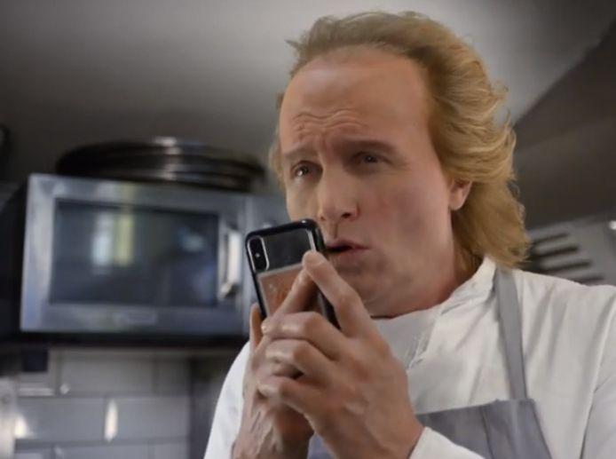 Hans Klok in het filmpje over zijn haartransplantatie.