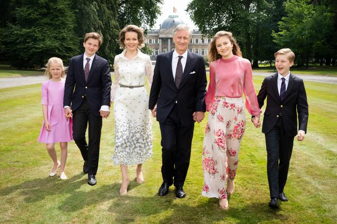 Le roi Philippe, la reine Mathilde et leurs enfants.