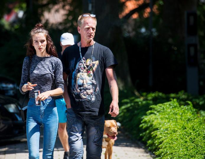 Martin Huisman en zijn dochter Rochelle arriveren bij de rechtbank in Zutphen.
