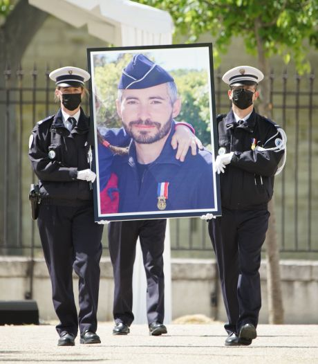 Policier tué à Avignon: le tireur présumé accusé par l'ami présent sur les lieux avec lui