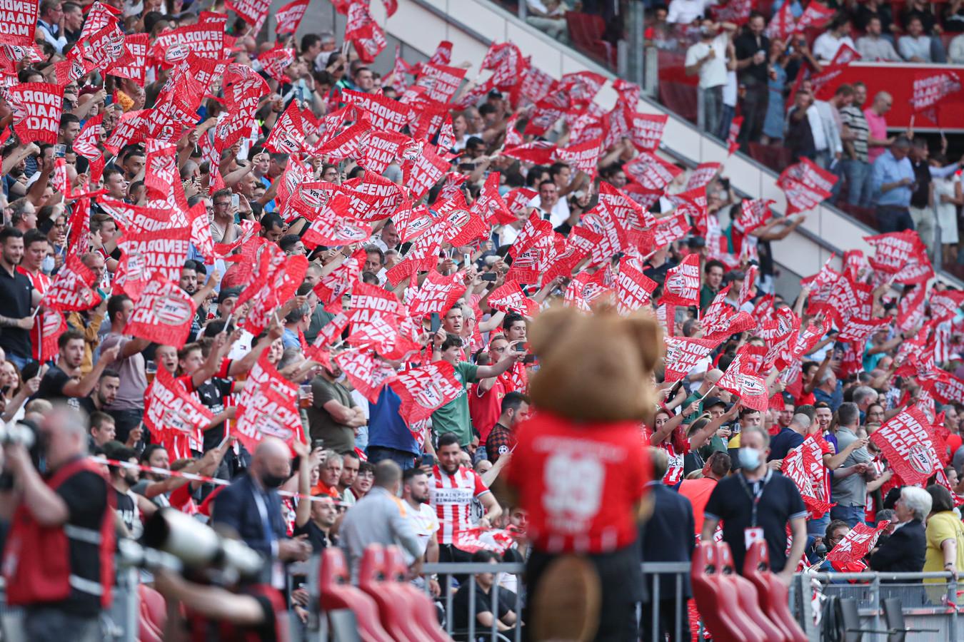 PSV moet een boete betalen na onrust in het eigen stadion vorige week.