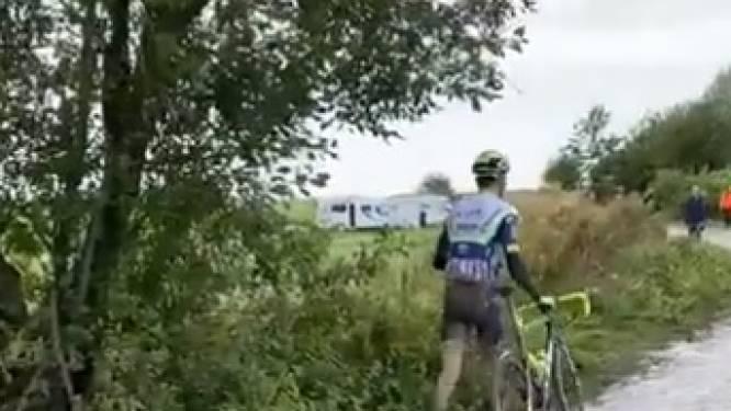 À pied sur les pavés ou loin derrière la meute: le Paris-Roubaix galère de deux coureurs wallons