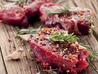 Voor, tijdens of na het bakken: wanneer je het best je vlees kruidt
