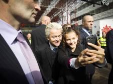 Wilders flyert tegen uitbreiding azc Almere