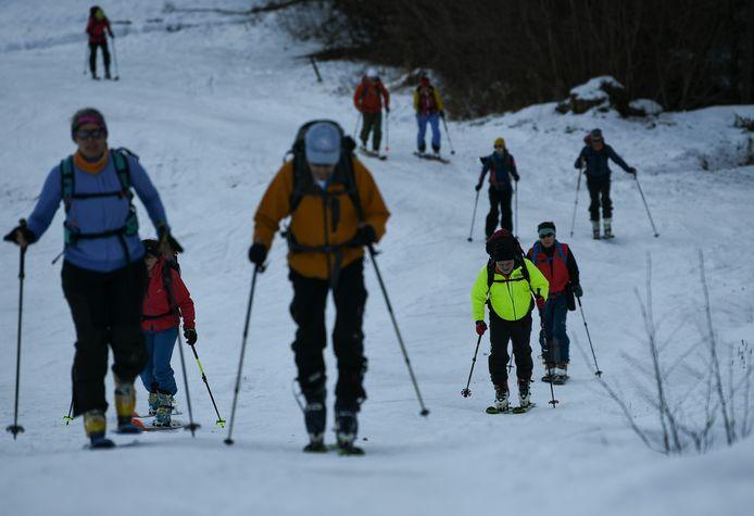 Voor buitenlanders bleven de Duitse skigebieden gesloten, maar Duitsers trokken tijdens de feestperiode massaal naar de sneeuw, zoals hier in Garmisch-Partenkirchen.