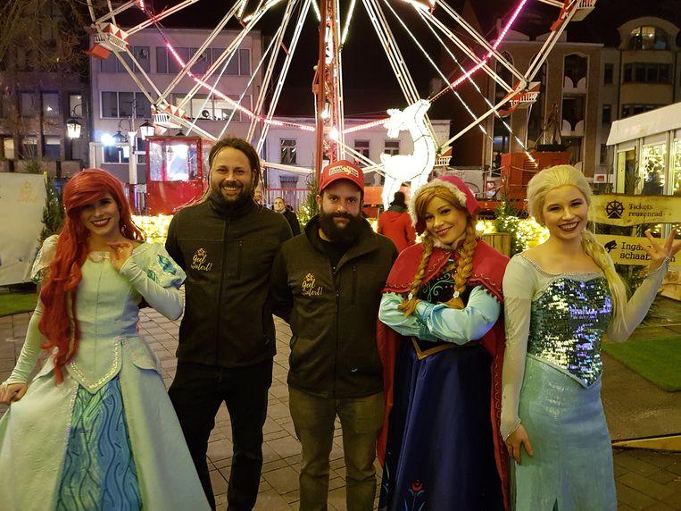 Organisatoren Timothy Quintens en Ronald Steegmans met enkele prinsessen.