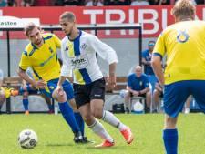 FC Tilburg-keeper valt uit met nare vingerblessure: 'Heel dat bot stak eruit'