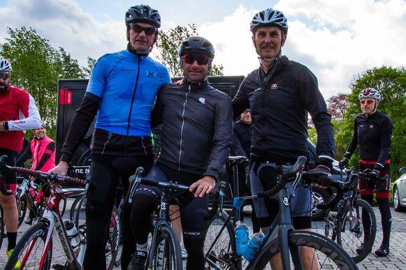 Fons De Wolf (links) en Paolo Bettini (midden) steunen het evenement Bikers for Virunga van Filip Lauwers (rechts) uit Hoeilaart.