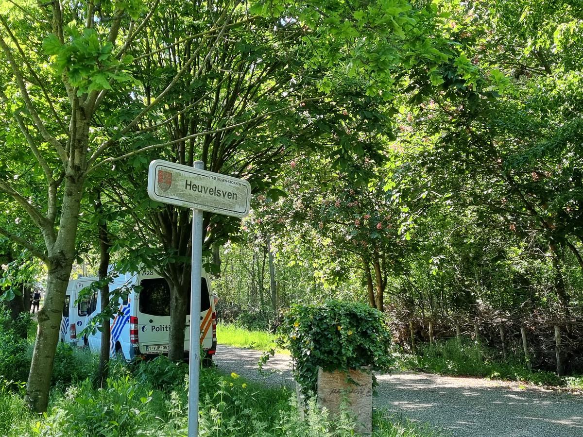 Archiefbeeld. De afgelopen weken werden verschillende zoekacties georganiseerd in het Dilserbos in Dilsen-Stokkem. De voortvluchtige militair heeft jarenlang in een recreatiedomein in het bos gewoond.