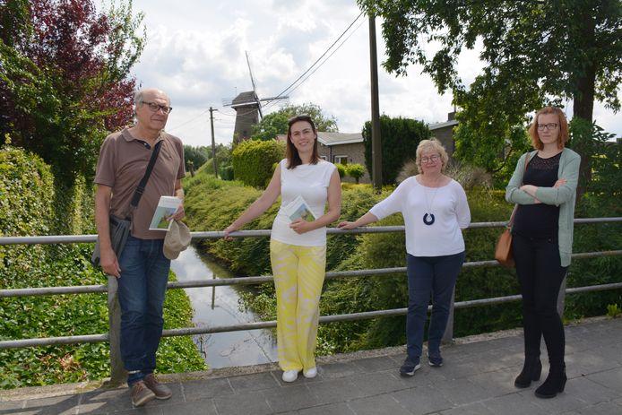 Frank Gelaude (auteur), gedeputeerde An Vervliet, Martine Pieteraerens (Dienst Erfgoed) en Sophie Anseeuw (IOED Meetjesland)