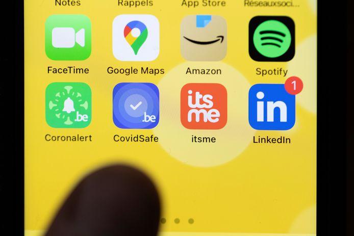 De mobiele app CovidSafeBE op een smartphone, ter illustratie.