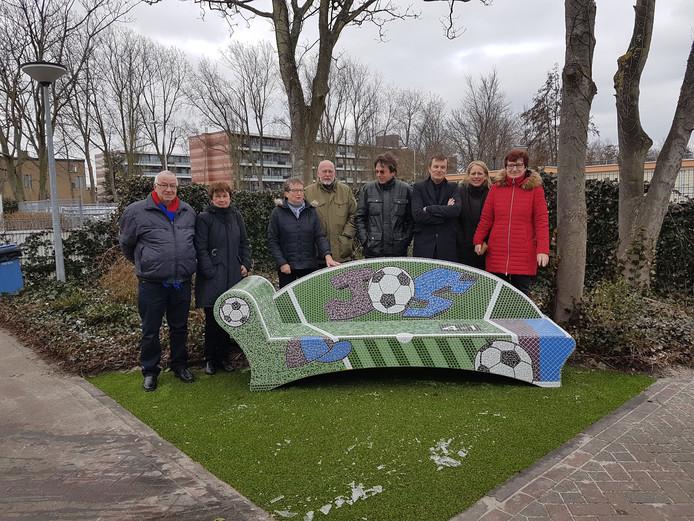 De bank op sportpark Polanen ter herinnering aan Jos van den Ende