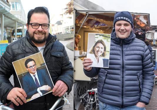 Ruben Goedhart (links) en Barry Bruijnooge met de foto van hun burgemeester.