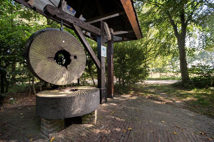 Het 'monument' van de Koeveringse molen, het punt waar Schijndel, Sint Oederode en Veghel samenkomen.