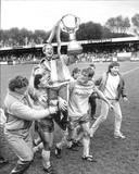 FC Den Haag is kampioen in 1986: trainer Rob Baan gaat op de schouders van Edwin Purvis (links) en Heini Otto.