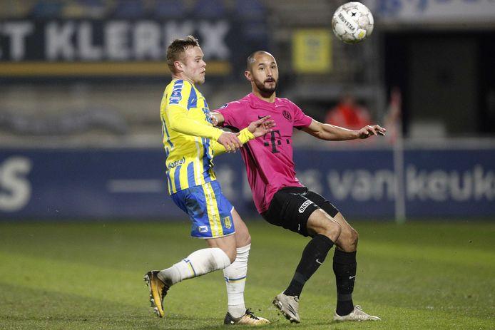 Mark van der Maarel zag zijn shirt bij de vorige veiling voor  700 euro wisselen van eigenaar.