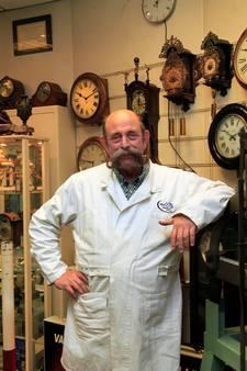 Klokkenmaker Van Os stopt na 26 jaar 'met tranen in zijn ogen'