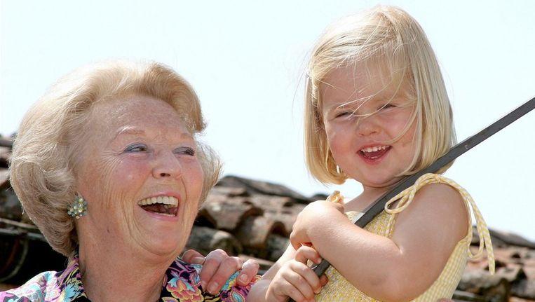 Beatrix met Amalia in 2006. Beeld PHOTO_NEWS