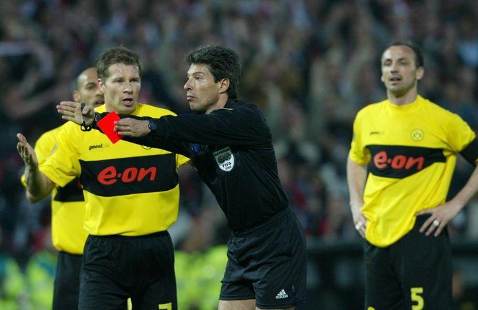 Scheidsrechter Manuel Perreira heeft rood gegeven aan Jürgen Kohler.