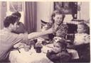 Het gezin van Toon Tieland eind jaren 40. Voor aan zit Ingrid.