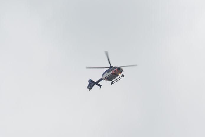 De politiehelikopter probeerde de vluchtende automobilist vanuit de lucht te traceren.