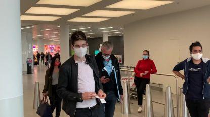 """Kopman Wout van Aert met Belgische WK-ploeg vertrokken naar Imola: """"Ik focus me nu op tijdrit, wegrit is voor later"""""""