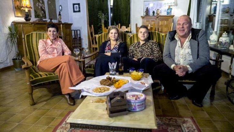 Sergio en zijn gezin zitten tegenwoordig in hun kot in Tielt-Winge, maar nog voor de crisis namen ze deel aan het VTM-programma 'Groeten uit'.