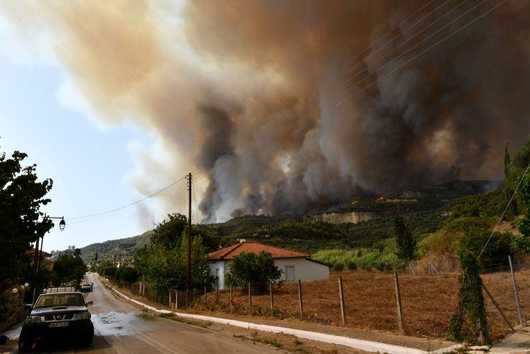Een grote bosbrand nabij het dorp Platanos, dicht bij het antieke Olympia Beeld AP