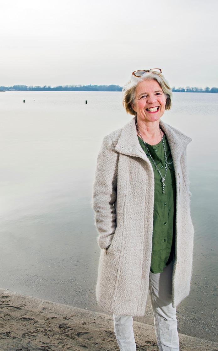 Esther Schulte zet zich in om het water van de Zevenhuizerplas warmer te maken.
