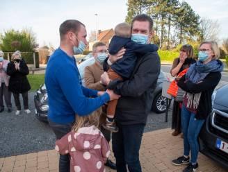 """Wim (55) mag na drie maanden ziekenhuis naar huis om kleinkinderen te knuffelen: """"Door het oog van de naald gekropen"""""""