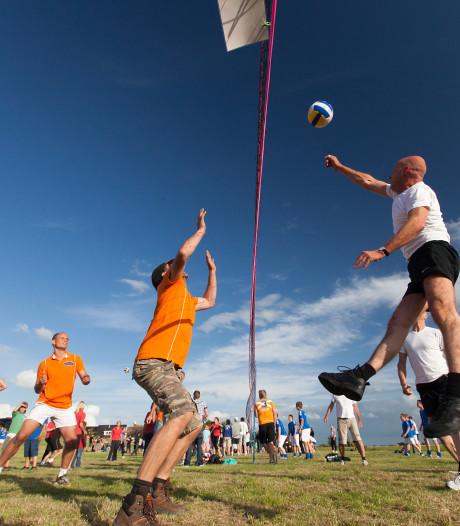 Hitte en eikenprocessierups verpesten volleybalfeestje in Maashees