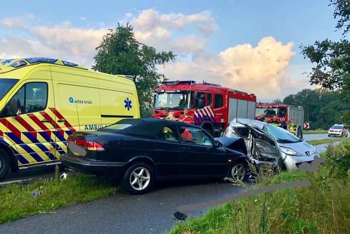 De twee auto's raakten zwaar beschadigd.