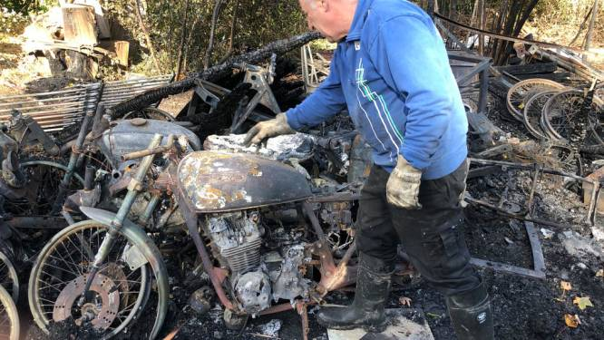 Oldtimer collectie volledig verloren bij brand van car-port