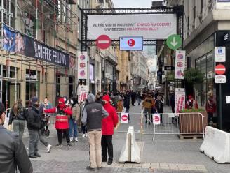 Druktebarometer Nieuwstraat in Brussel kleurt al meteen rood: toegang aan Muntplein afgesloten wegens drukte