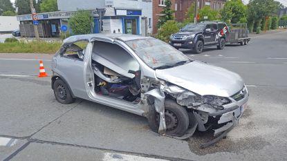 Wagens botsen op Evergemsesteenweg: 1 gewonde