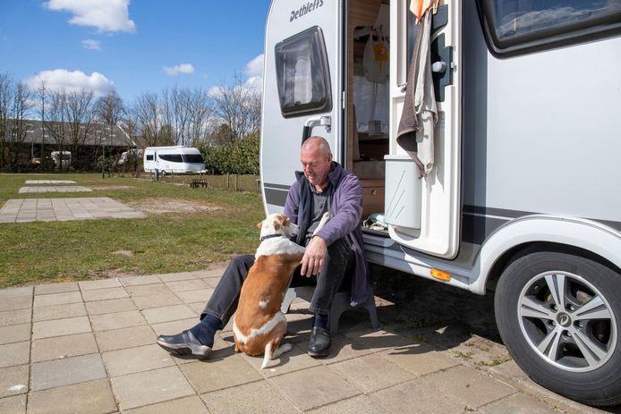 Willem Koster is de enige gast op minicamping Nieuw Beekdal in Otterlo.