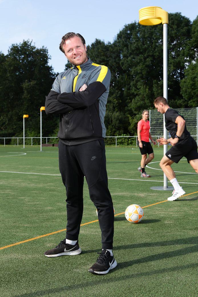 Trainer Mark Glissenaar van het Alphense Tempo gaf zijn spelers afgelopen zomer een oefenprogramma mee naar huis, om fit aan het nieuwe seizoen te beginnen.