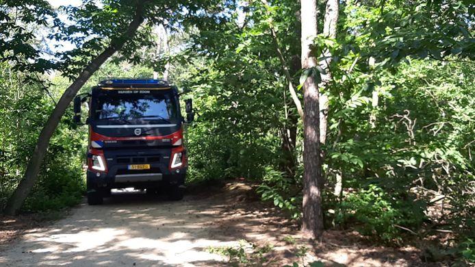 Brandweerwagen bij natuurbrand Bergse Heide.