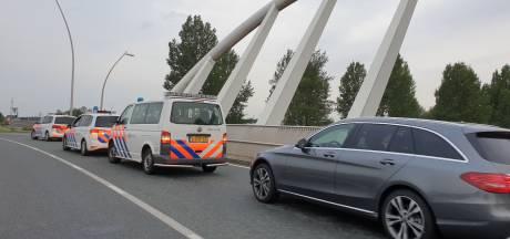 Politie wil Achterhoekse boeren die op weg zijn naar 'stikstofstrijder' van de snelweg afhalen bij Lent