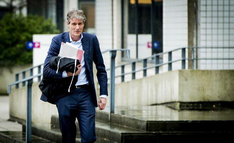 Advocaat Stijn Franken van Willem Holleeder komt aan bij de rechtbank voor de pro forma zitting van de strafzaak tegen Holleeder. Beeld anp