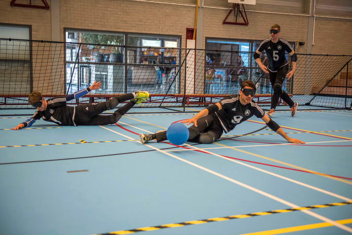 Het Waalwijkse team in actie op het NK Goalbal.
