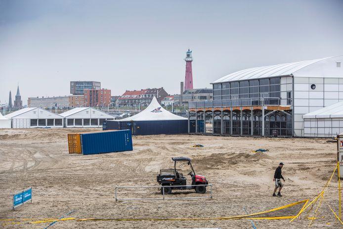 Voorbereidingen voor de finish van de Volvo Ocean Race in 2018 op het Noordelijk Havenhoofd.